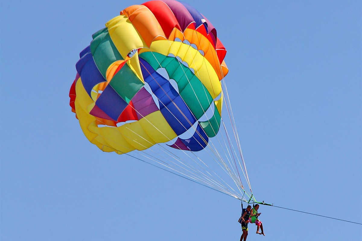 Adventure seeker? 8mins to lake for some Parasailing.