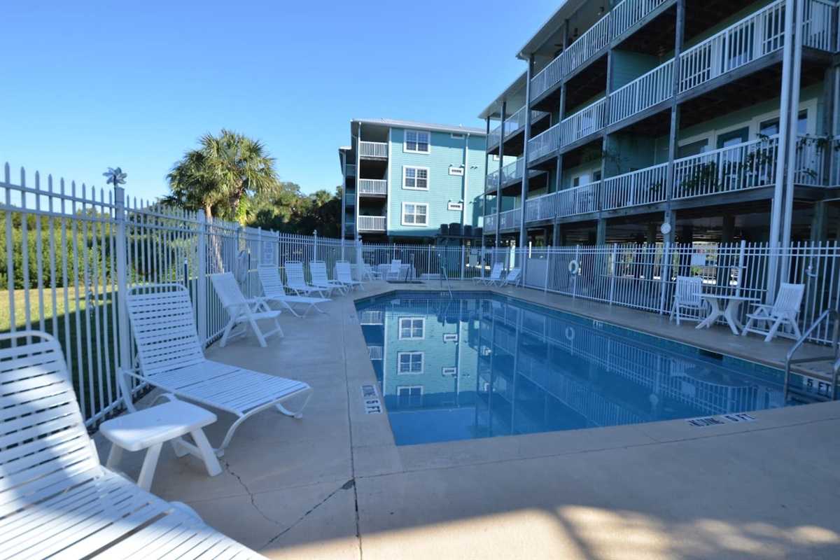 Swimming pool to relax and enjoy some the Florida sun!
