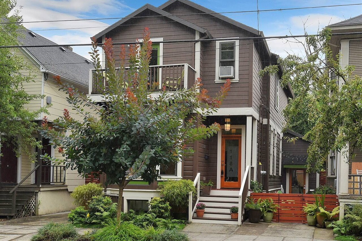Welcome to our urban Eliot home! We live upstairs, your private guesthouse is in the basement.