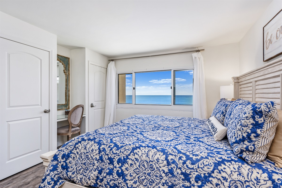 Master with gulf views, king bed, huge tv and built in vanity