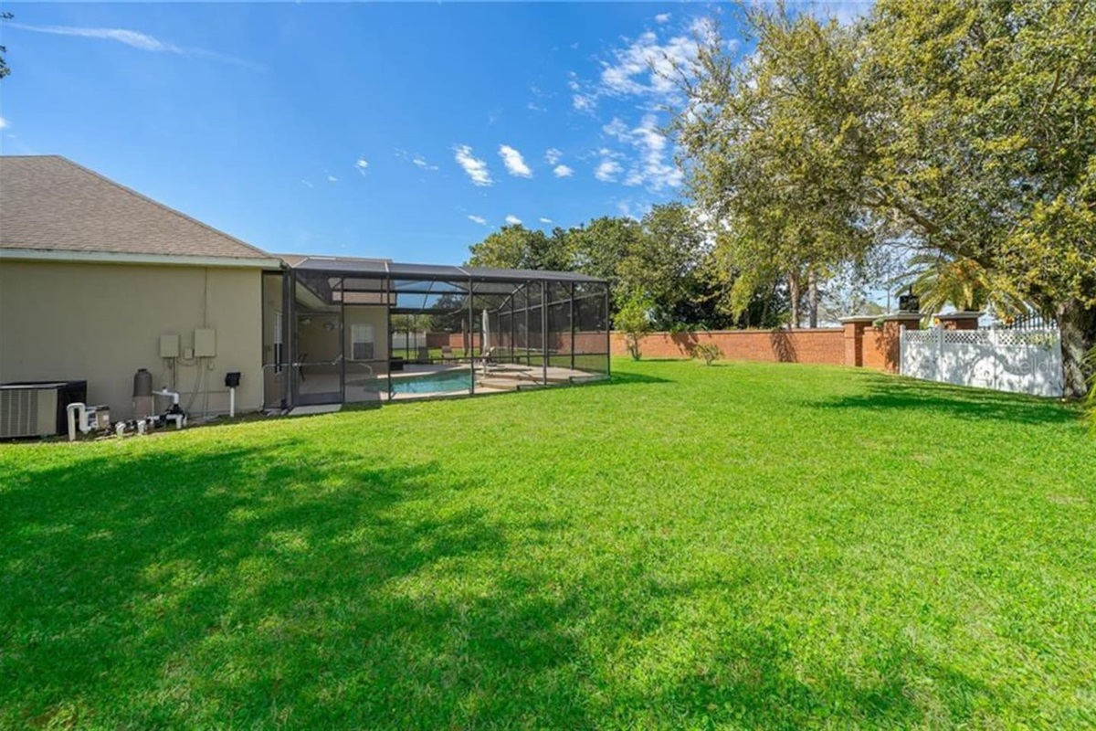 Huge private fenced in garden area and yard