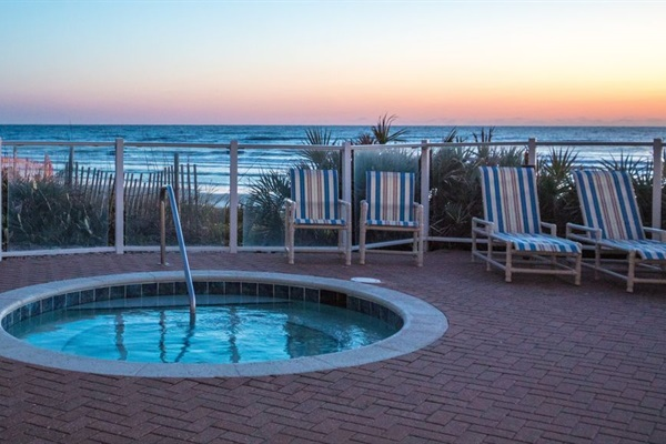 Hot tub is oceanfront as is the pool.