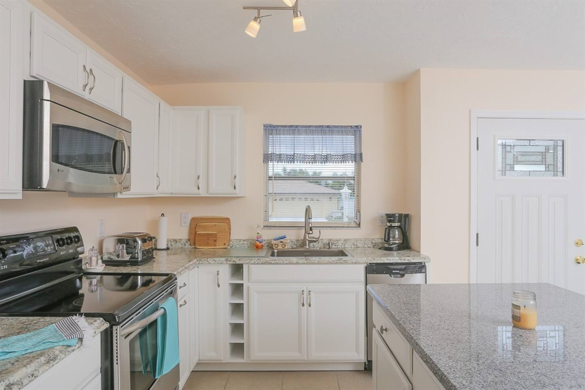 Nice new kitchen with dishwasher