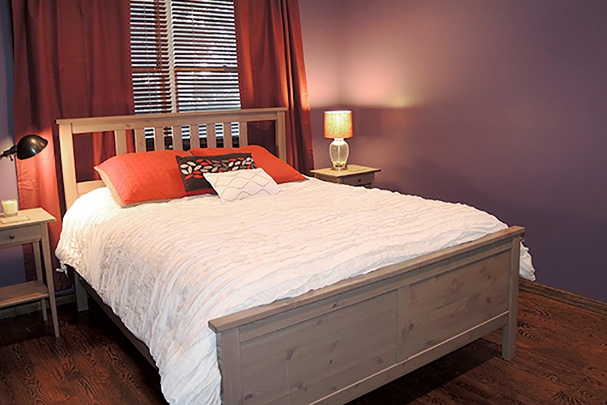 1st Floor Queen bedroom