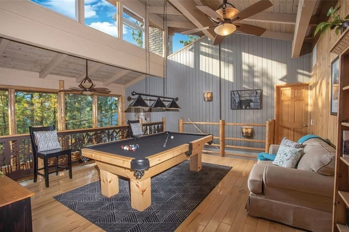 Loft Game Room: Play a game of pool with family and friends while treating yourself to marvelous mountain views!