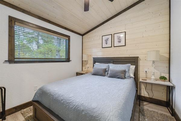 2nd bedroom - Queen bed east facing