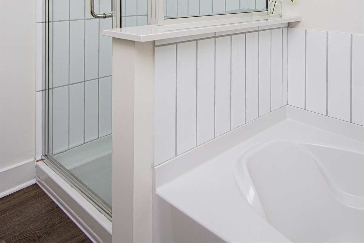 Stand-up shower also in master bath