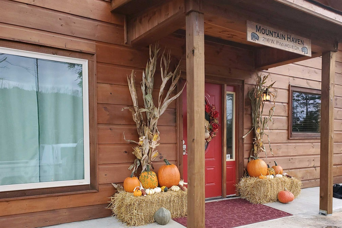 Seasonal decorations in the fall