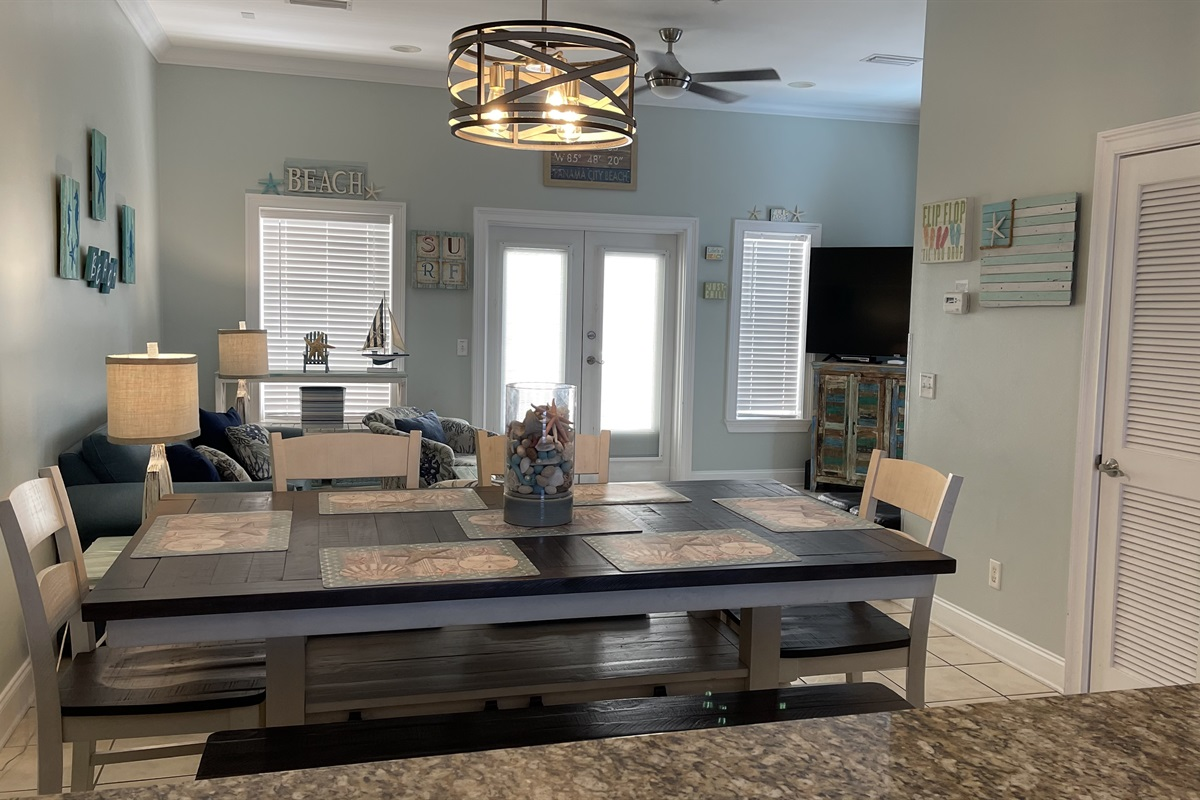 Large living/dining area