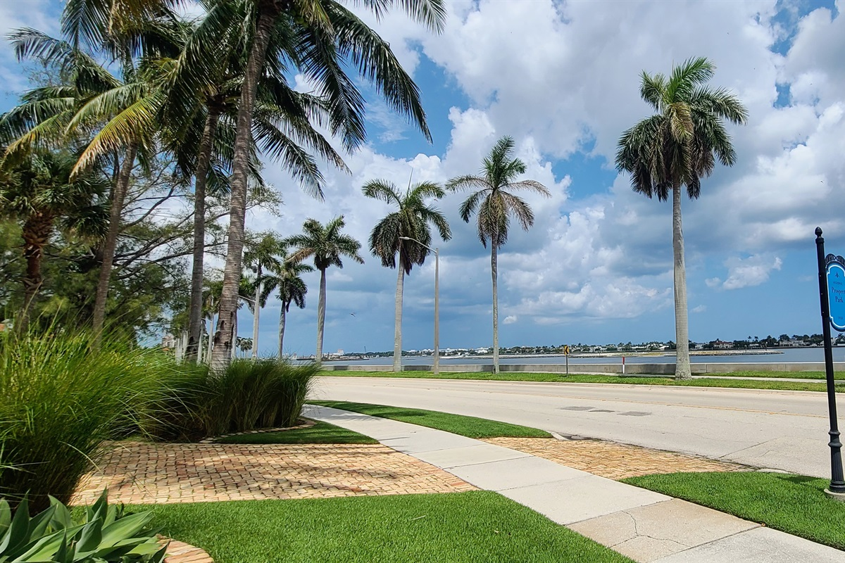 Steps to the intercoastal waterway. The perfect neighborhood to ride beach cruisers, go for walks along the gorgeous intercoastal or find a bench and watch the sunset or sunrise. It's an amazing view!