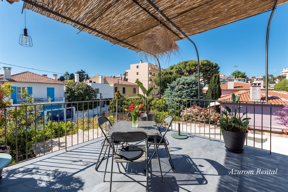 Large Private terrasse to Lounge in the heart of Antibes.  Walk to the beach