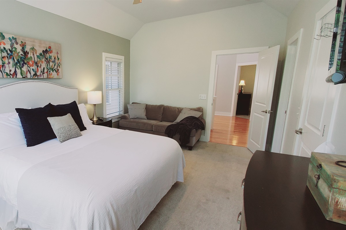 King Bed & Sitting Area