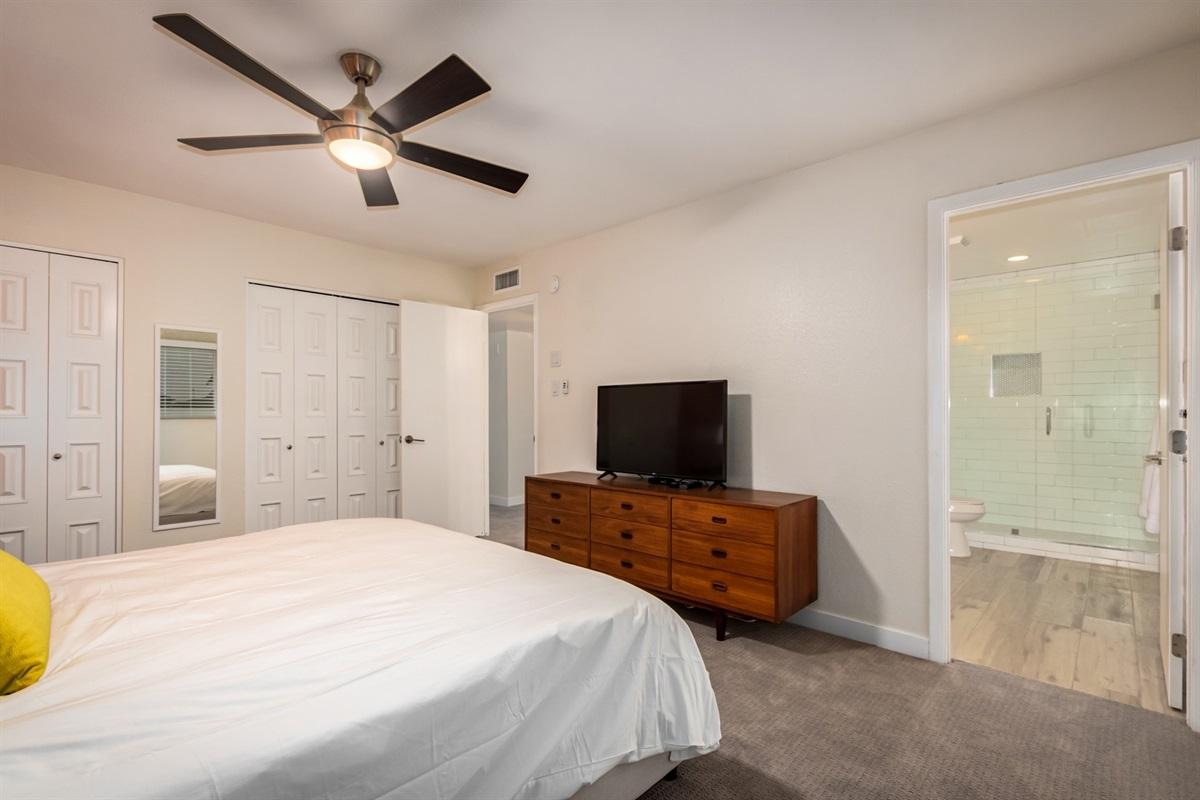 king bed with en suite bathroom - upstairs