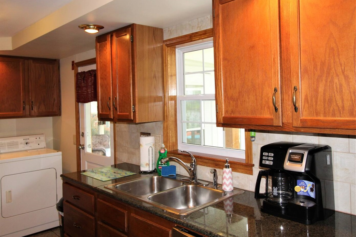 Modern, fully equipped kitchen with a combo coffee pot/K-cup brewer - make a single cup for you or a pot for the whole family.