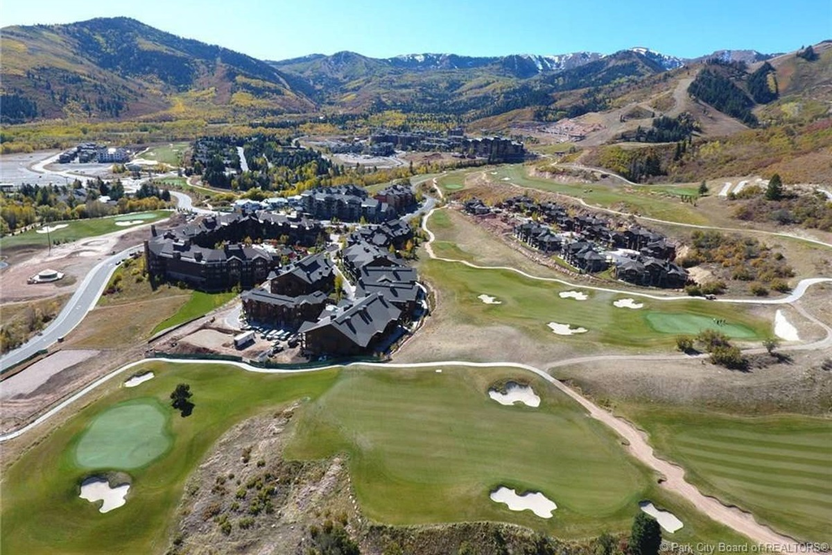 Nestled into the beautiful Canyons Golf Course