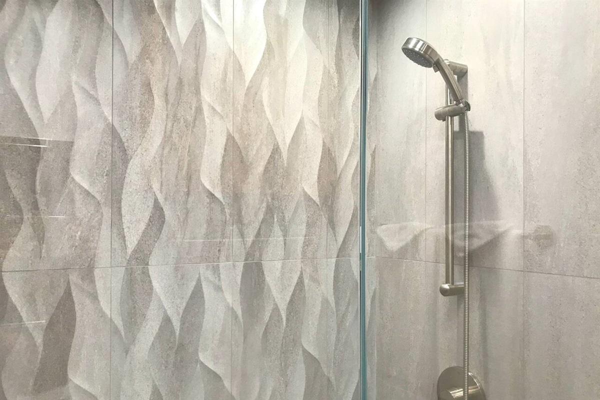 Ocean Bluff Serenity Shower (1) of (2) Baths w/Showers