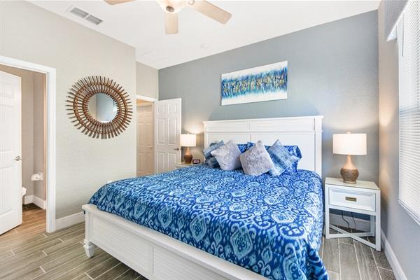 Master Bedroom King 2 w/ En-suite