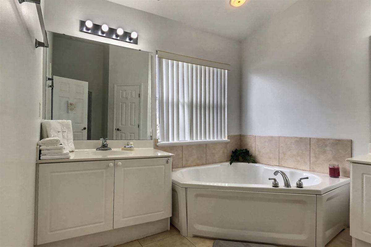 enSuite Master King bathroom - Upstairs