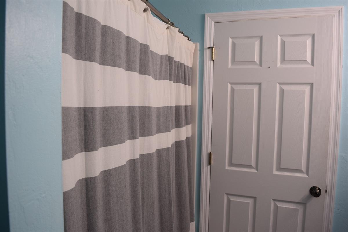 Shower/Tub in Master Bath