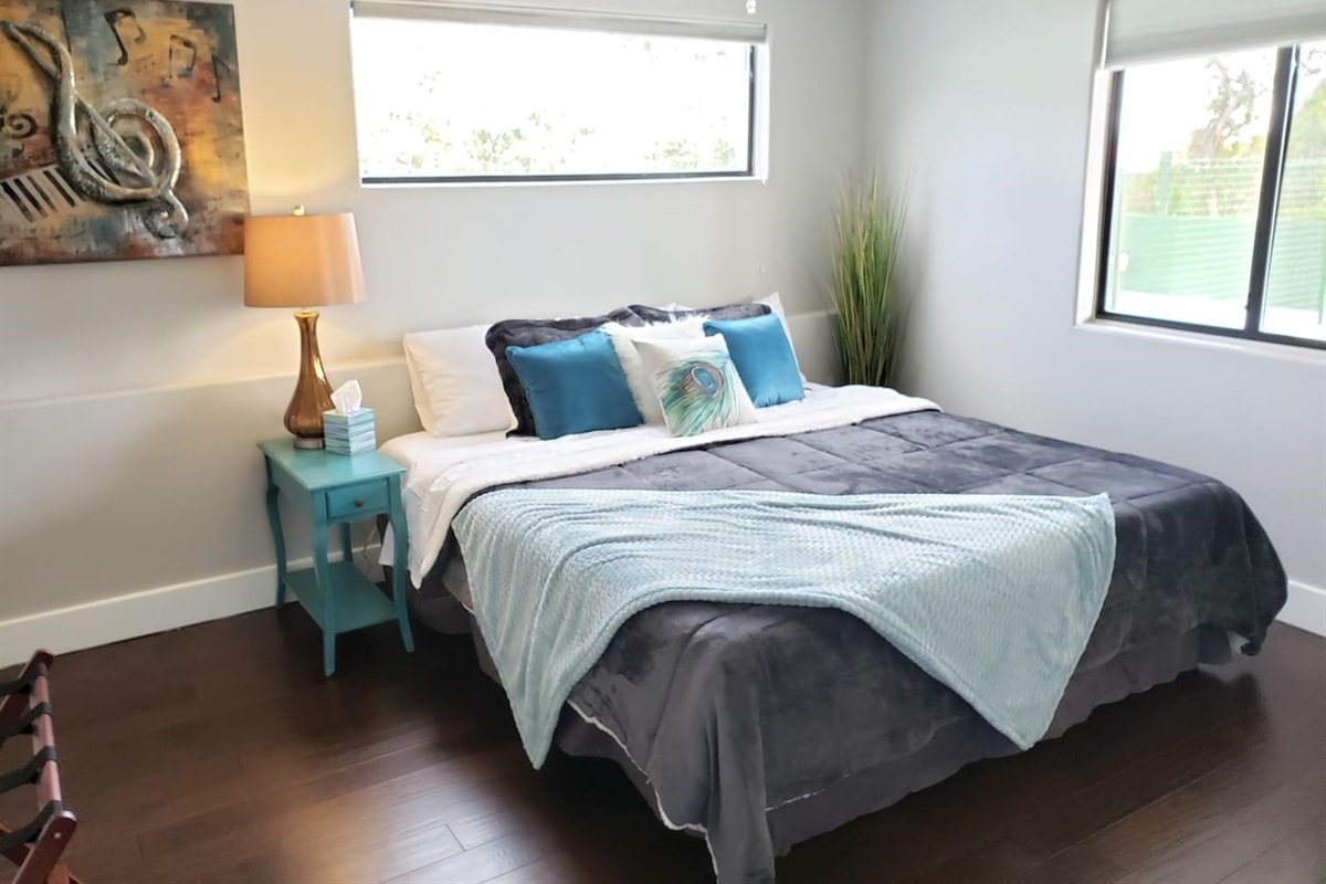 Guest House - Bedroom 7 - 2 Twin xls or 1 King bed.  Let us know how you would like it!