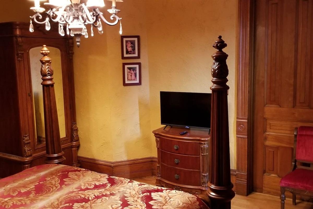 Gold Suite - Wardrobe, Dresser and TV