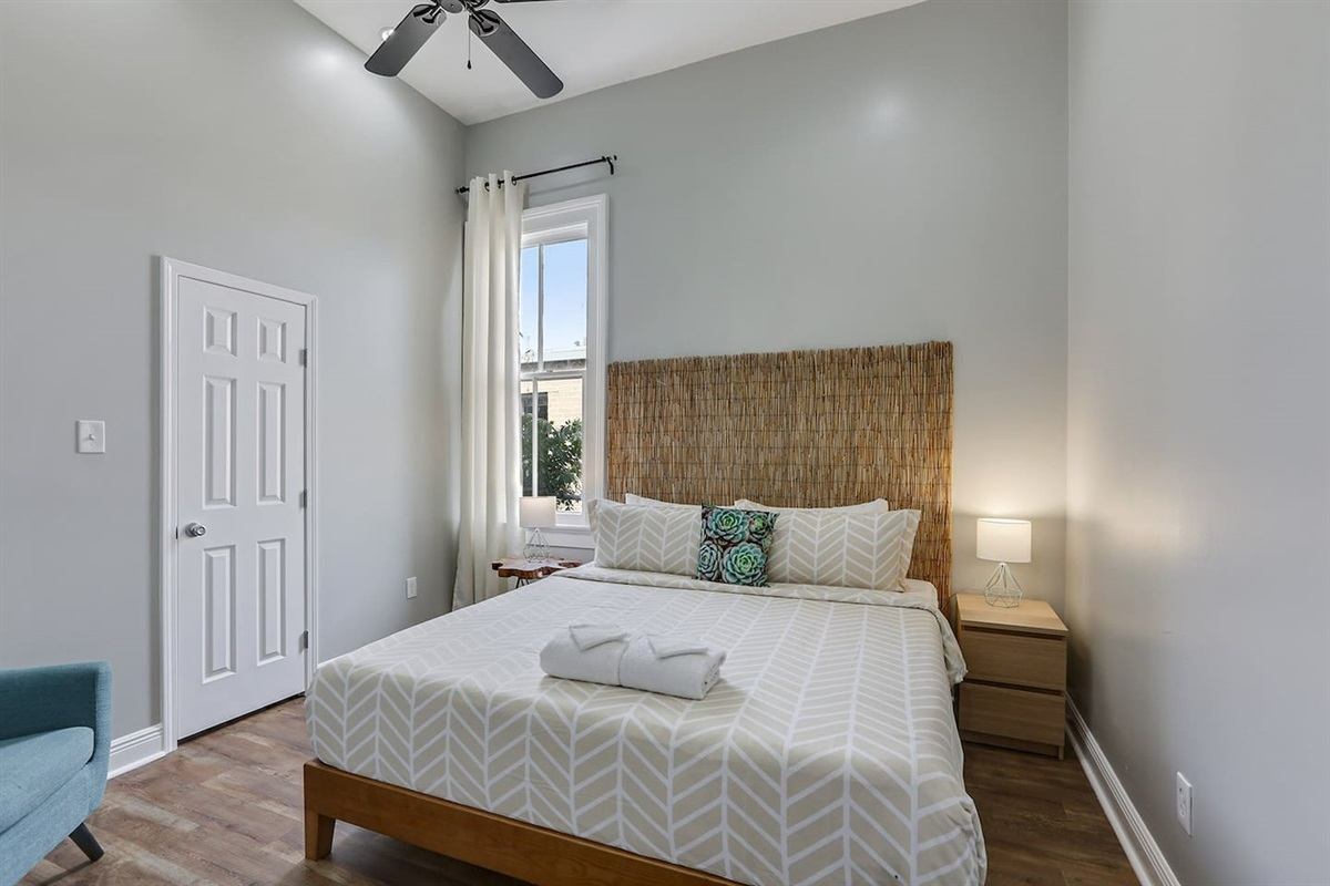 Bedroom 5. King bed. Closet.