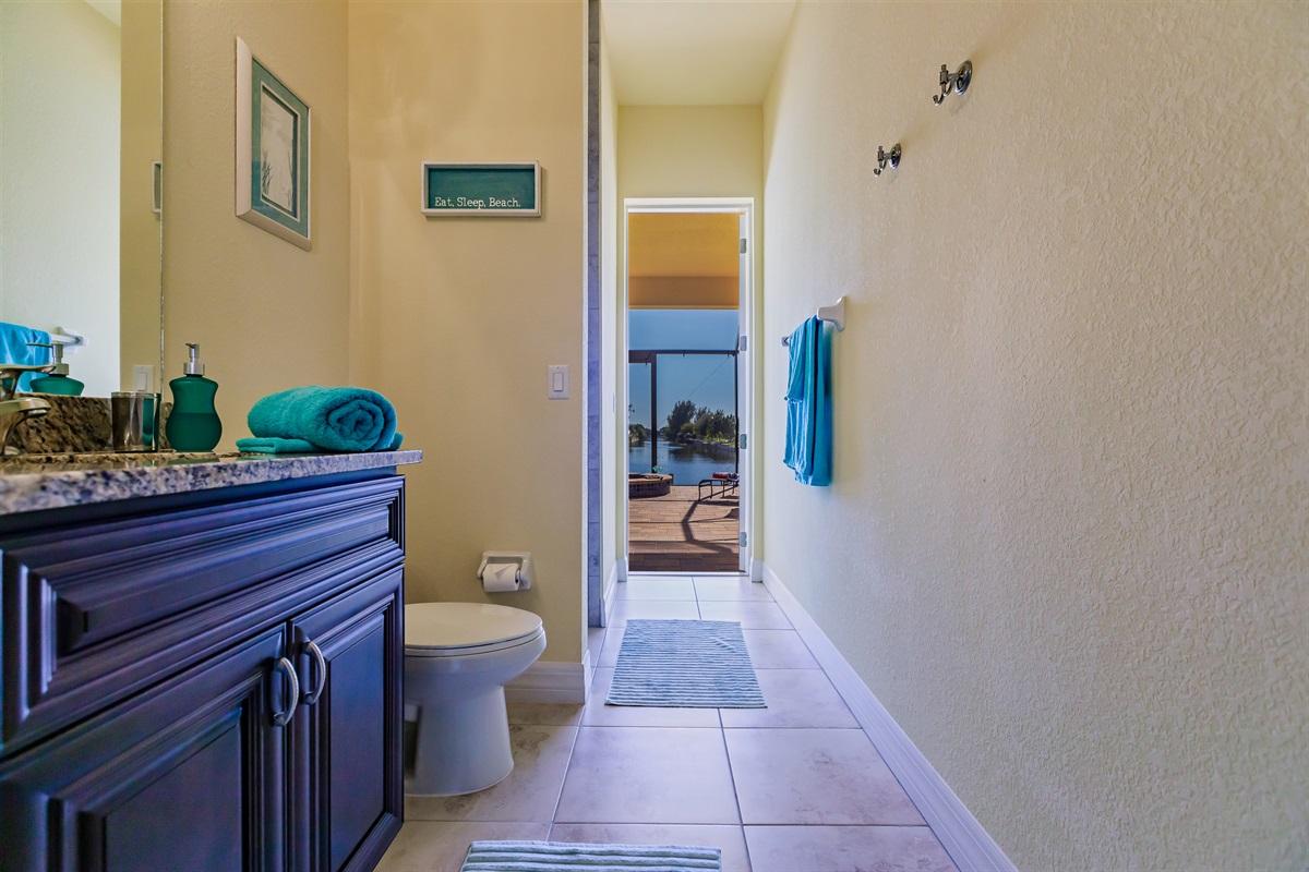 3rd bathroom / pool bath
