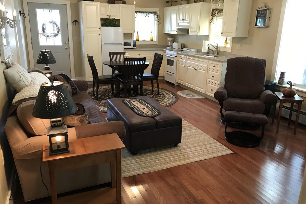 Living room/Eat-in kitchen
