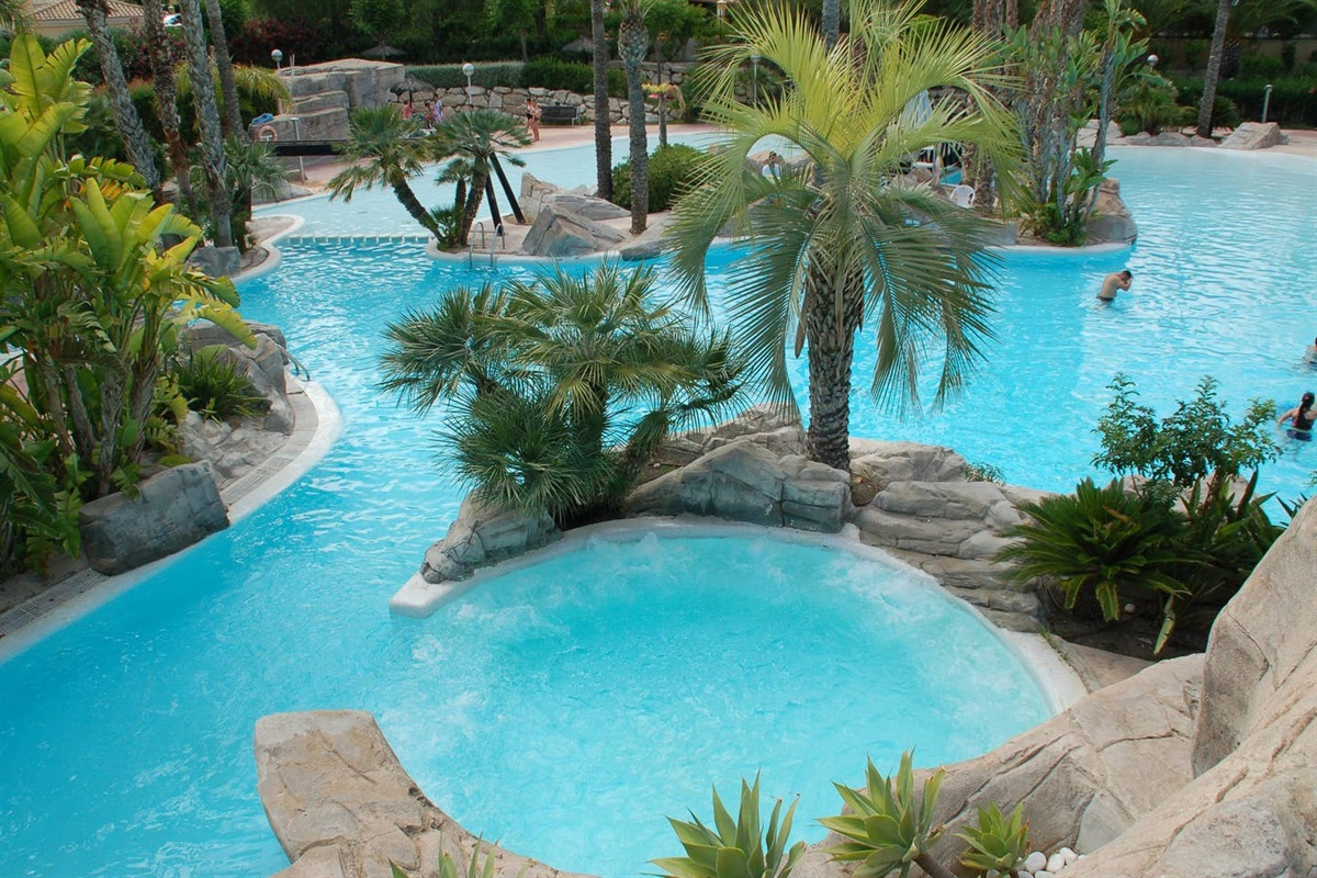 Swimming paradise at 100 meters walking distance from Casa Verde