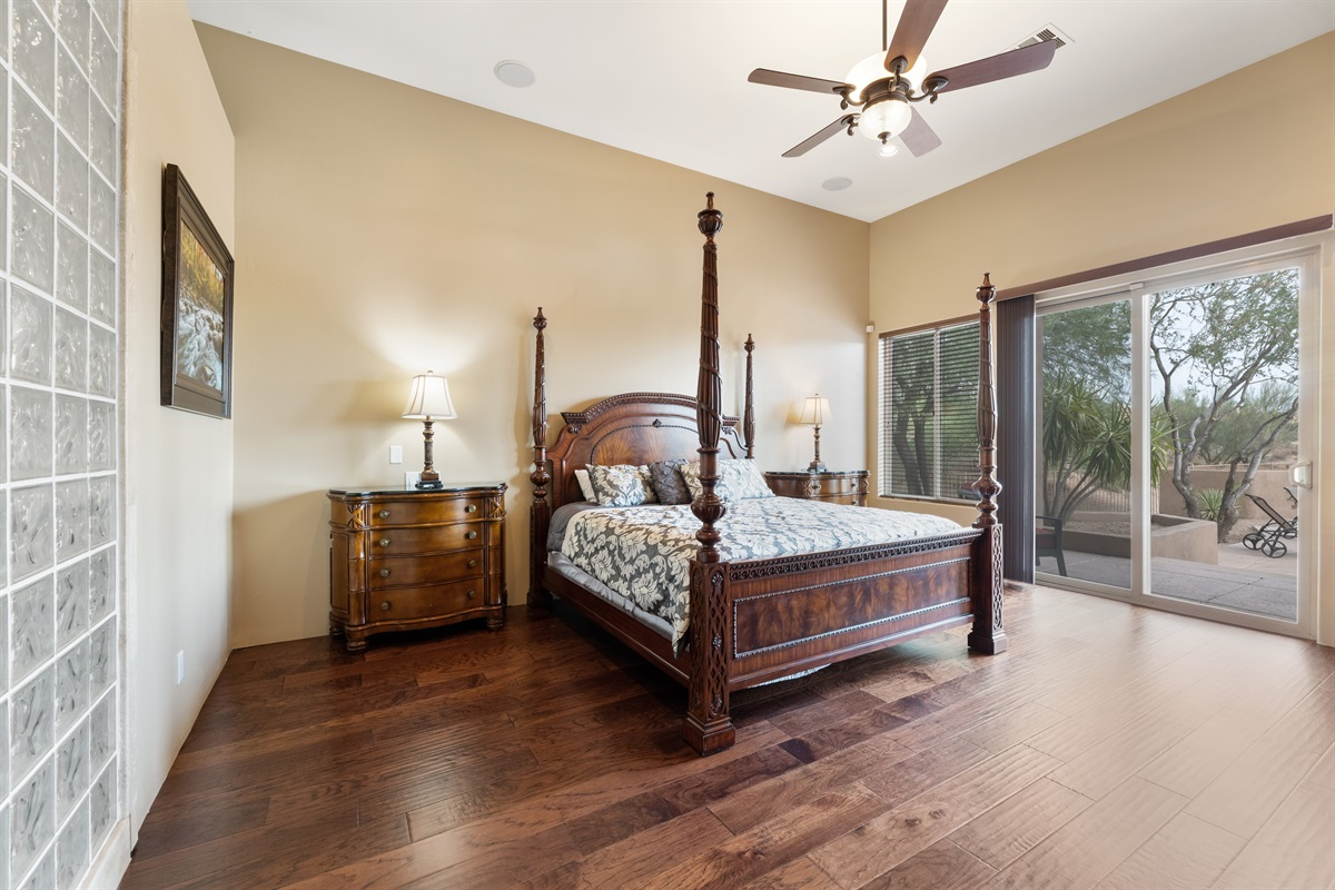 Master Bedroom, King Mattress