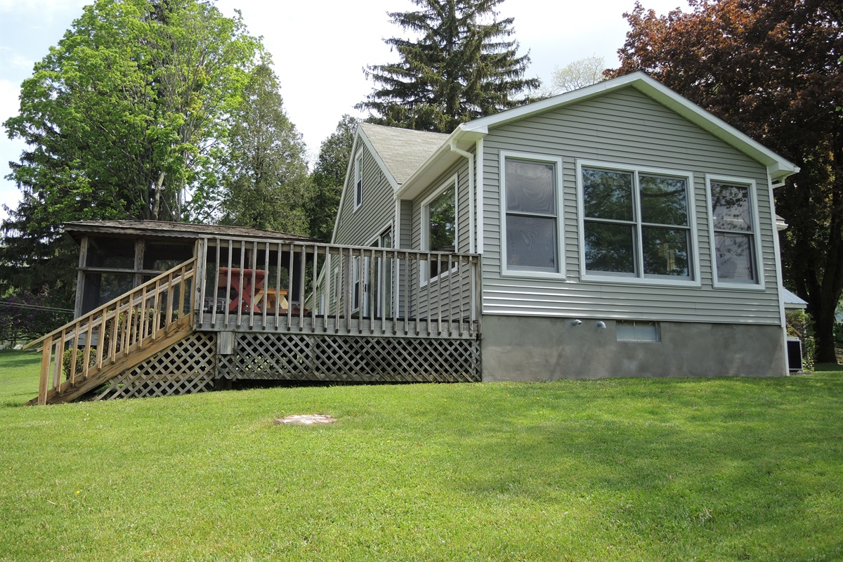 Rear deck / screened in porch