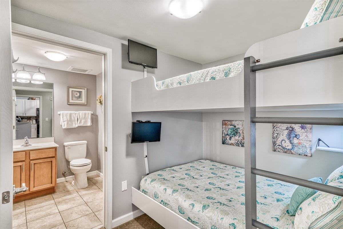 Bunkroom w/en-suite bathroom