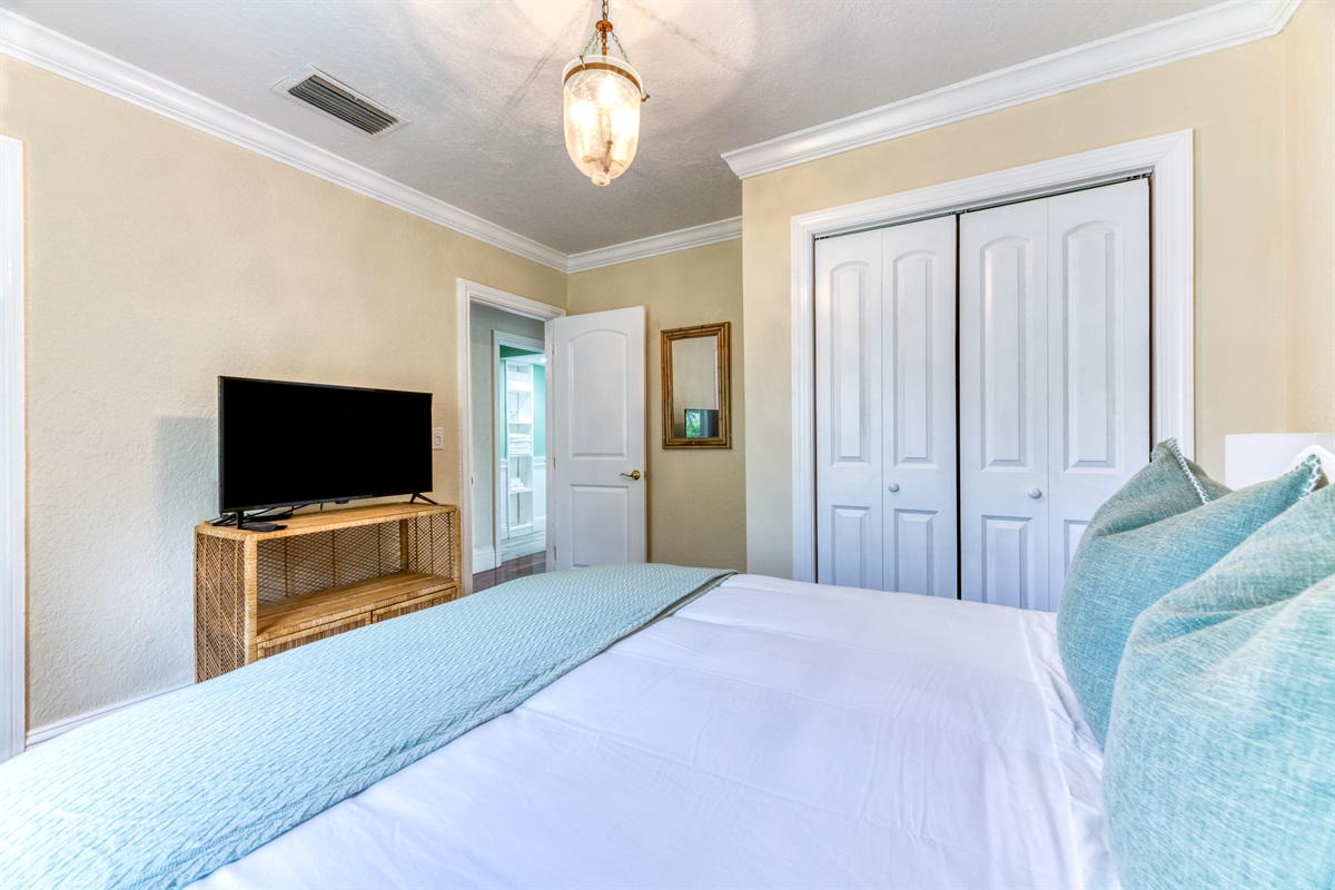 2nd Bedroom with Queen sixed bed and Smart App TV. Bright room with views of the yard & firepit.