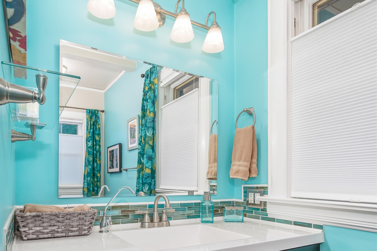You'll be tempted to linger in this airy, high-ceilinged bathroom! The towels are all organic cotton, and the hand soap is all natural, organic.