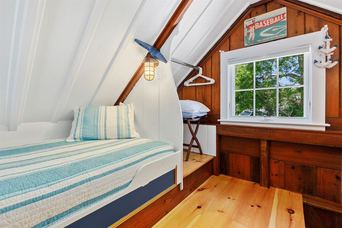 2 Built-in twin bunks in the upper loft each have their own personal nautically designed reading lights and a convenient closet and luggage rack to stow guest belongings.