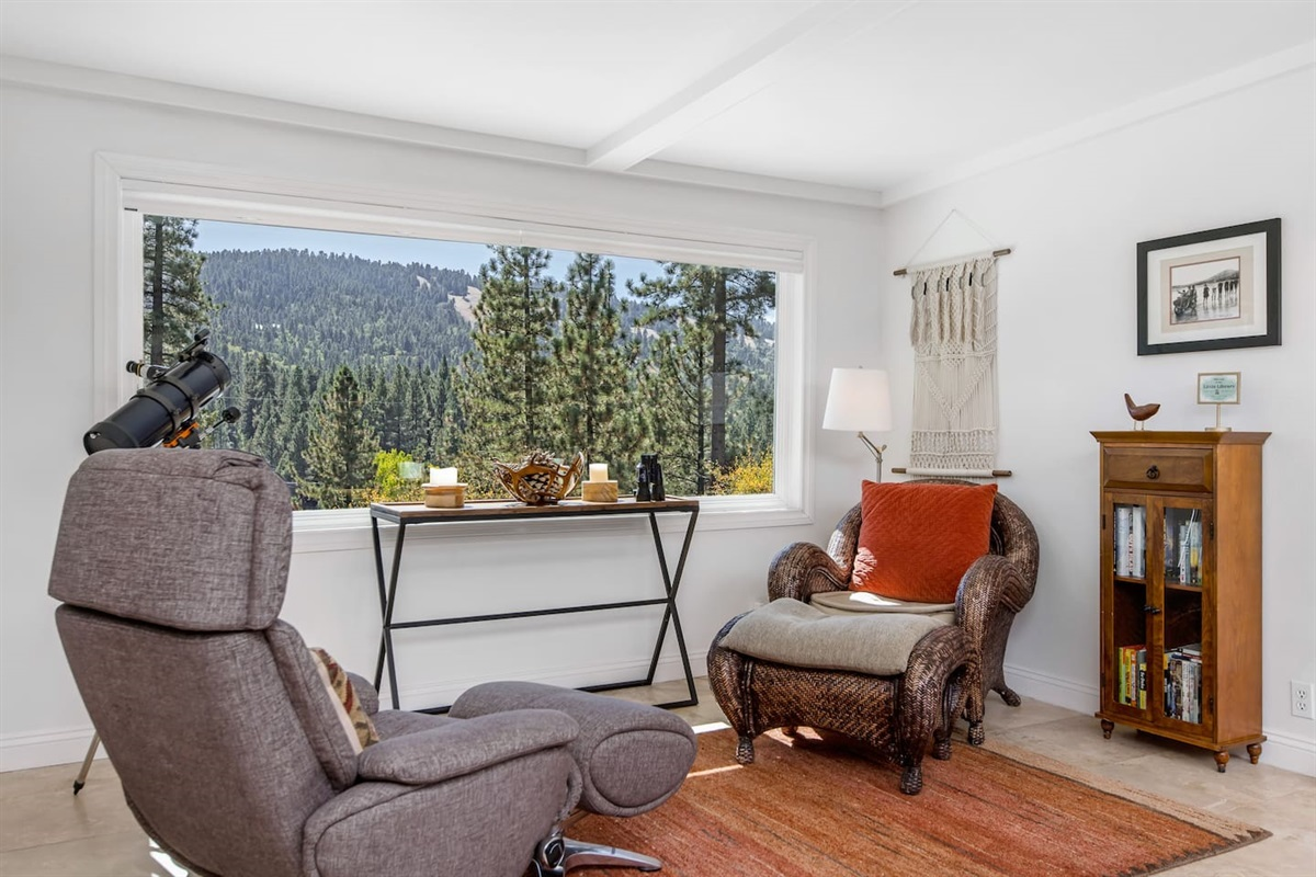 Lounge (Lower Level): Lounge with sitting area behind the living room features comfy sitting/ reading area w/ beautiful mountain views