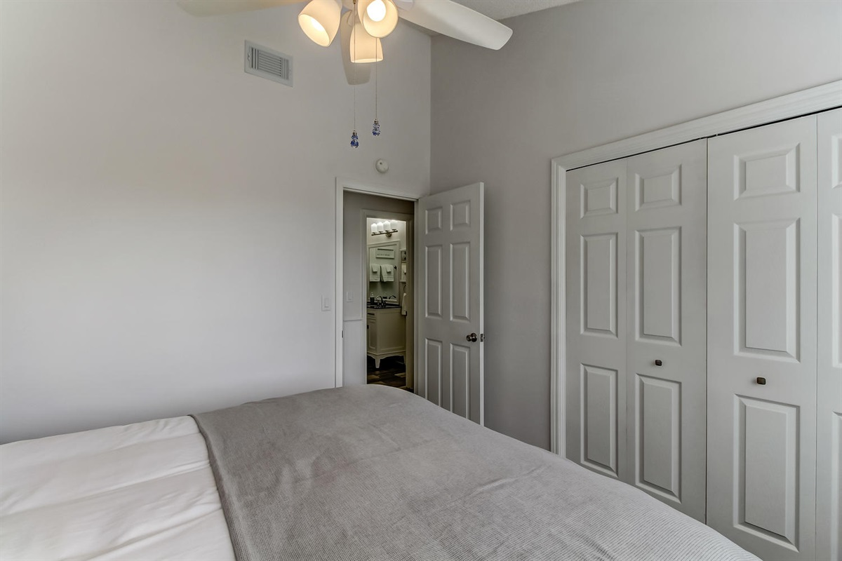 Guest King Room - Amelia Vacations