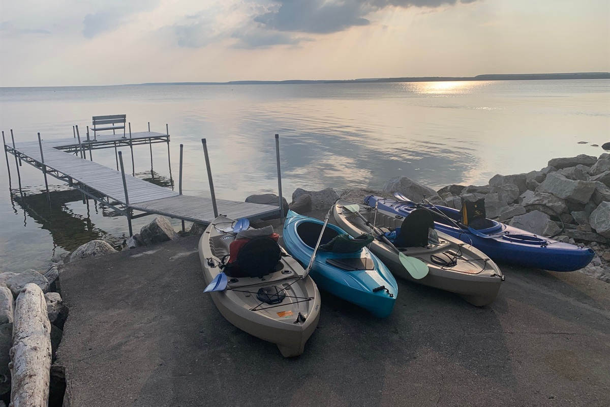 There are 8 kayaks and paddles for our guests to use while at Adventure Cottage. There are also a bunch of life jackets for kids and adults to use.