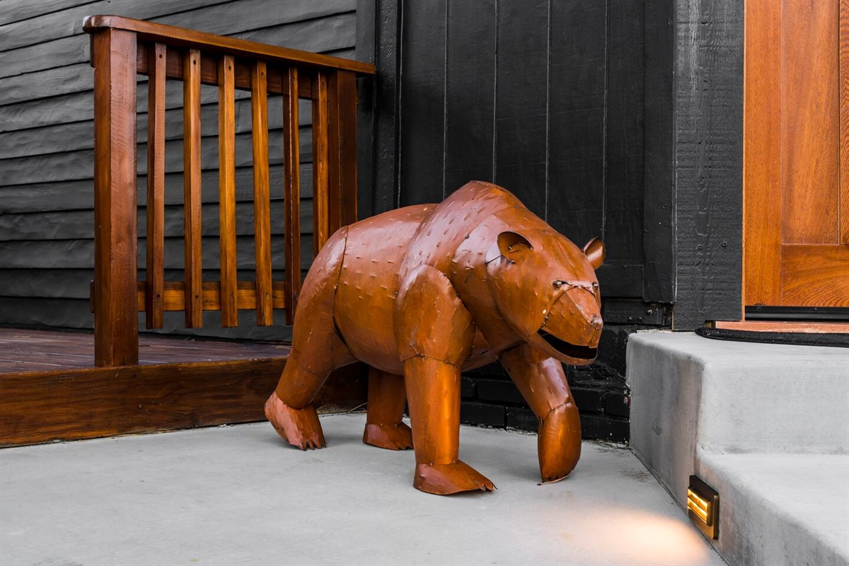 We hope you, your family, and your friends enjoy a beary excellent stay at Fox Haus!