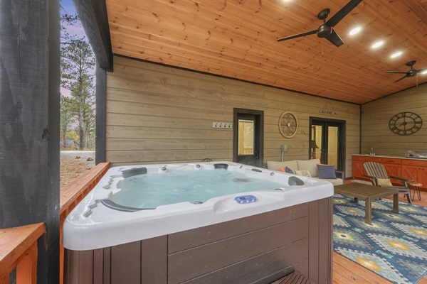 7 Person Deluxe Hot Tub