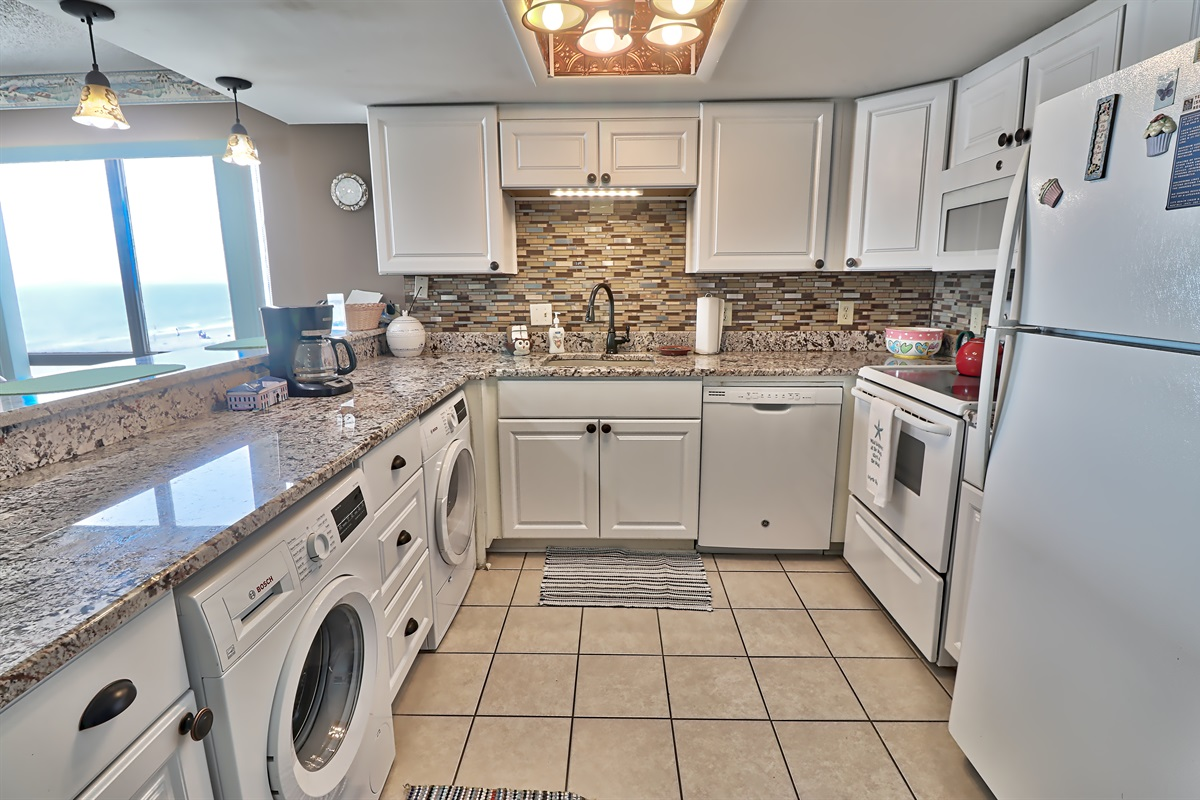 Full Size Kitchen with Washer & Dryer