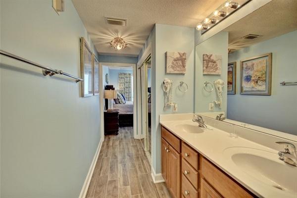 2 sinks in master bath