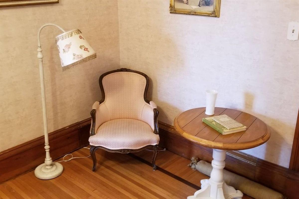 White Suite - Sitting Area