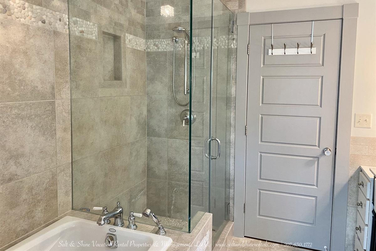 4 piece full bathroom