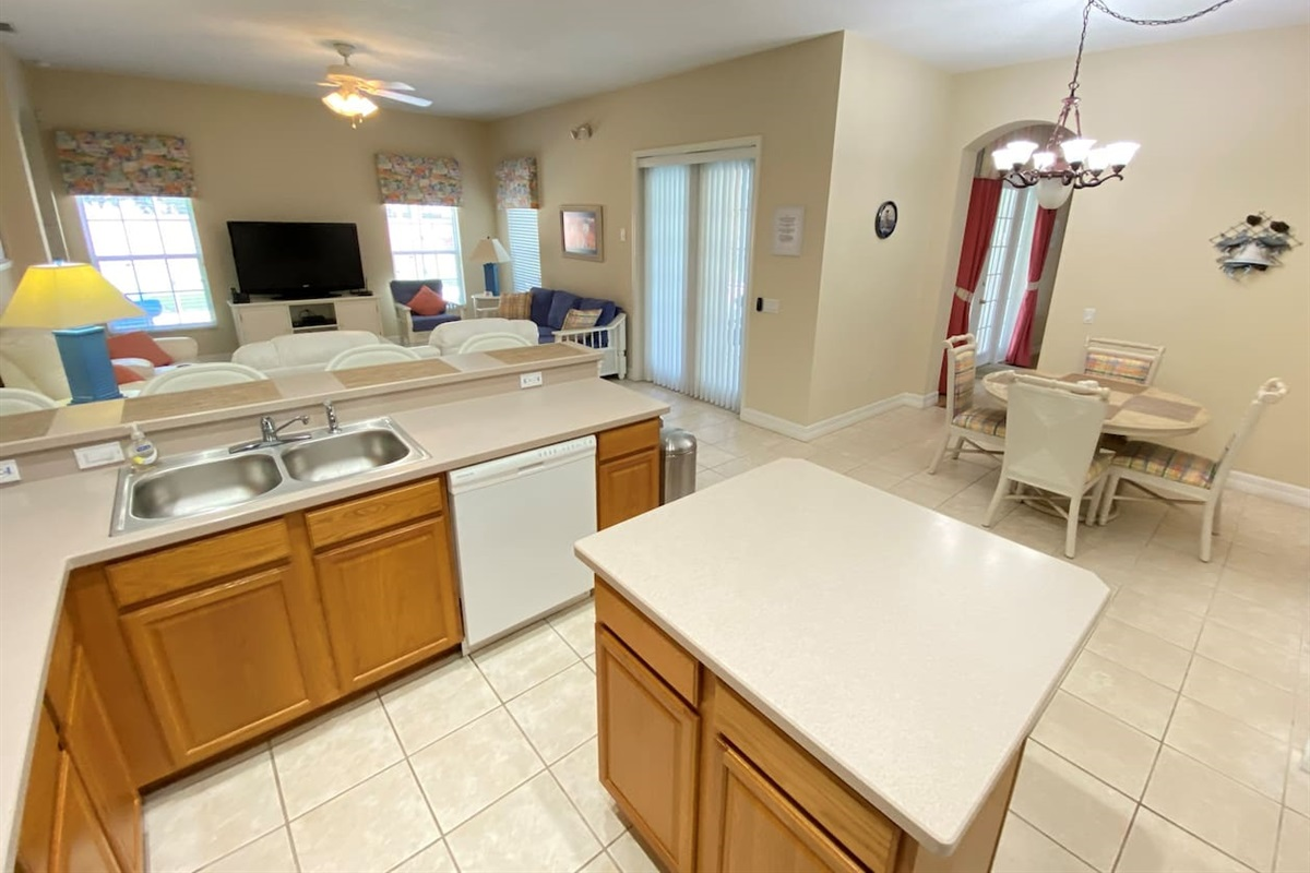 Large Kitchen Space and Nook