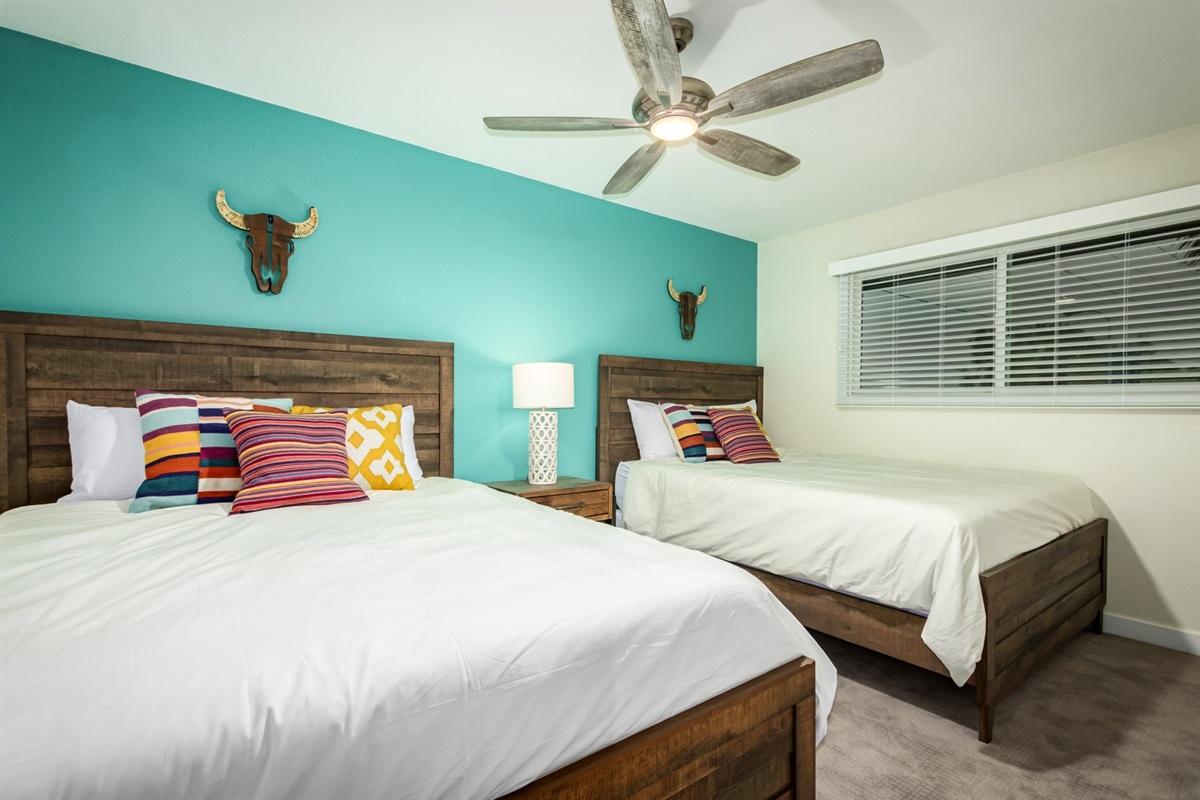 2 queen beds - upstairs