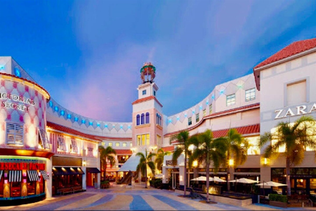 Only 12 minutes away, the Aventura Mall has plenty of luxe shopping, restaurants, and movie theaters (including IMAX), plus an interactive playground.