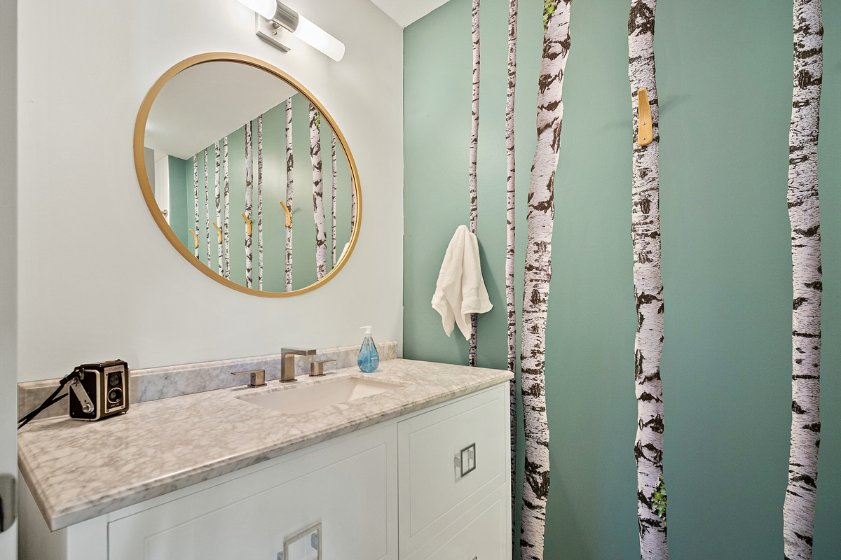 The queen room ensuite bath brings the outdoors in.