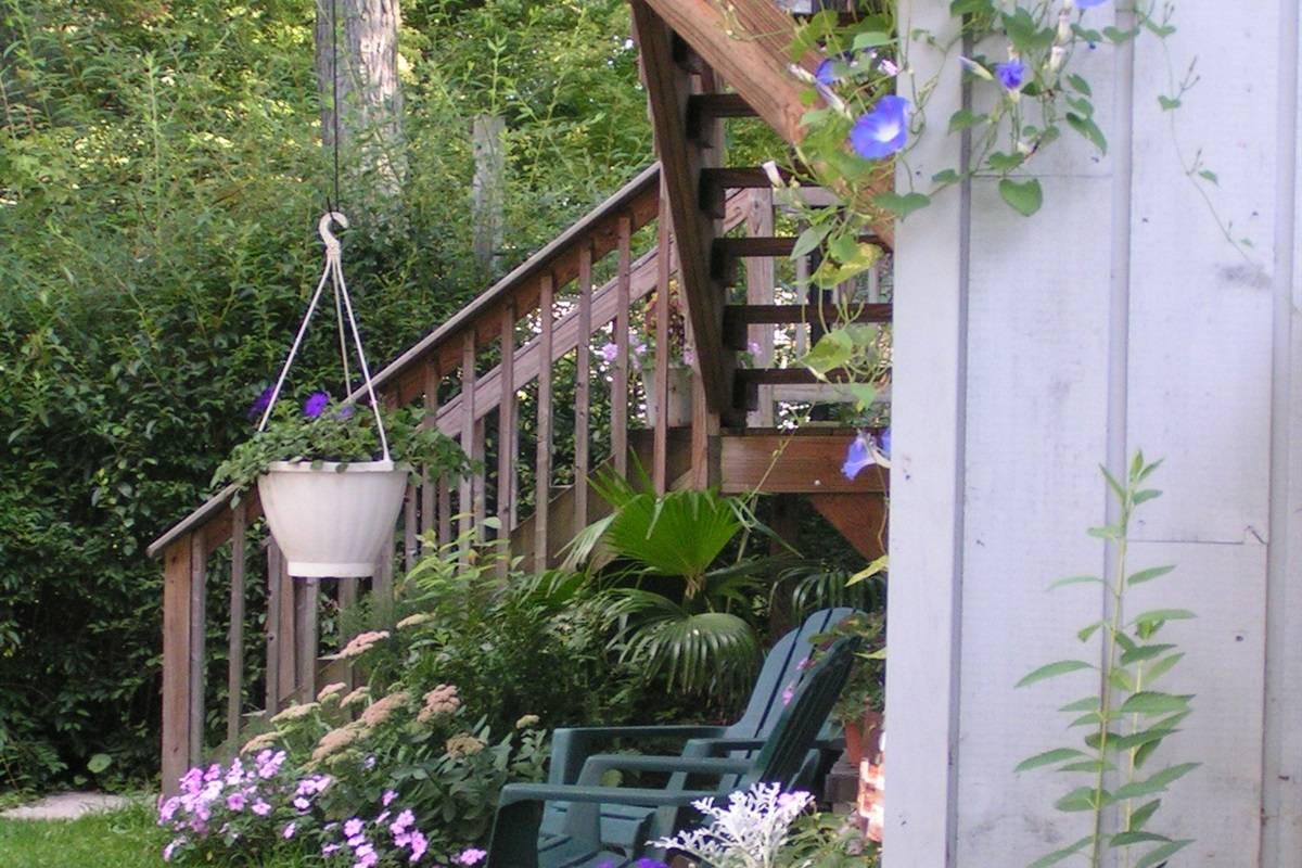 Stair access to Lakeview Cottage