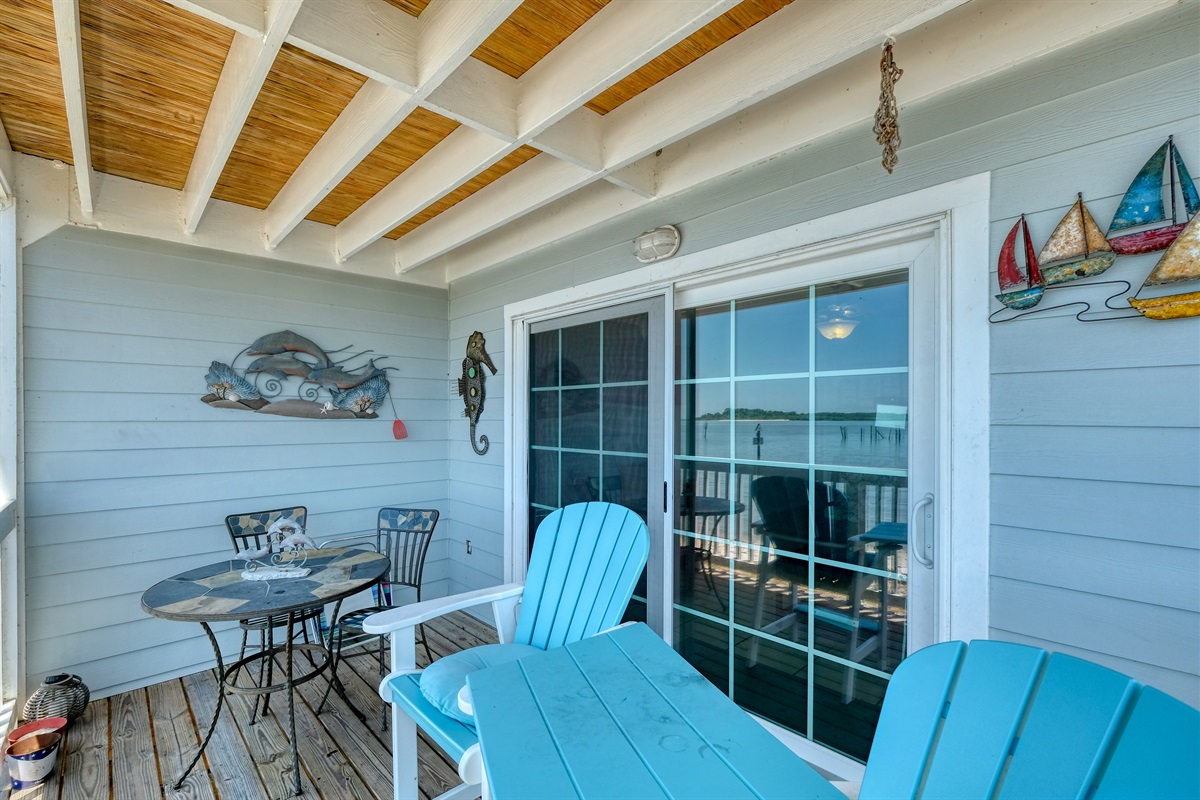 Private porch with table and chairs for outdoor dining